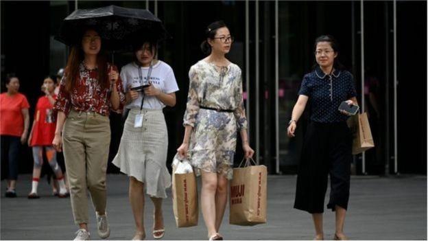 Trung Quốc chứng kiến doanh số bán lẻ giảm
