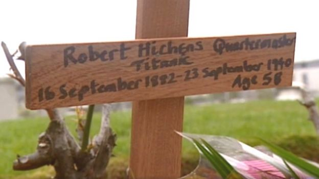 Mémorial en l'honneur de Robert Hichens [Ecosse] _110231226_woodencrossbbc