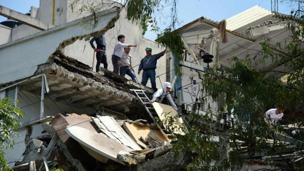 Dozens killed in huge Mexico quake