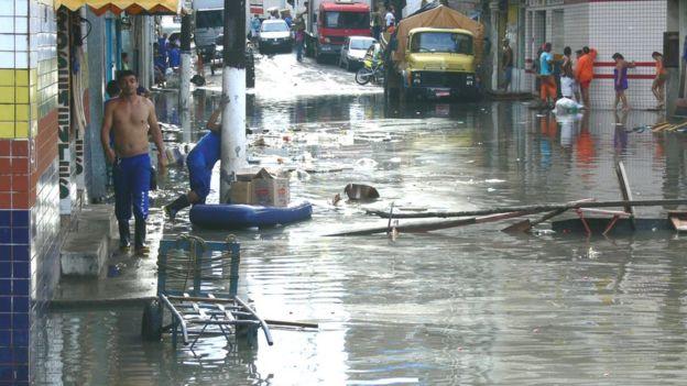 Ruas inundadas em Manaus