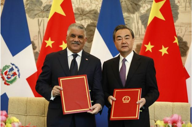 "Dominican Republic Foreign Minister Miguel Vargas (L) and China""s Foreign Minister Wang Yi show documents after a signing ceremony where they formally established diplomatic relations between the two countries at Diaoyutai State Guest-house in Beijing, China, 01 May 2018. The Dominican Republic announced 01 May 2018 that they are establishing formal diplomatic relations with China and breaking diplomatic ties with Taiwan. EPA/HOW HWEE YOUNG"