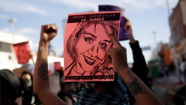 Los manifestantes participan en una protesta para exigir justicia por el asesinato de Isabel Cabanillas, una activista por los derechos de las mujeres cuyo cuerpo fue encontrado el 18 de enero de 2020 en Ciudad Juárez, México, el 25 de enero de 2020.