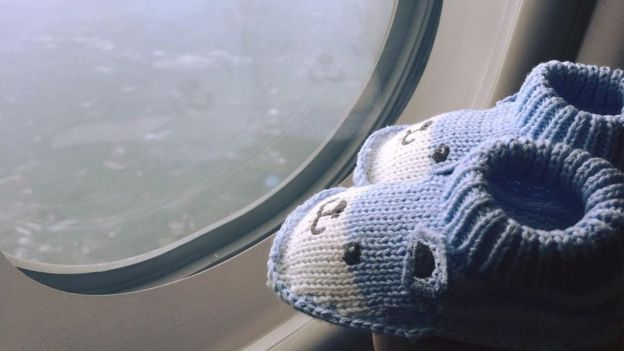 庄太带着给儿子穿的鞋到世界各地处旅行。