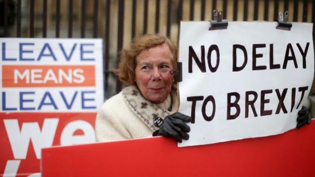 Brexit'in ertelenmemesini isteyen protestocular