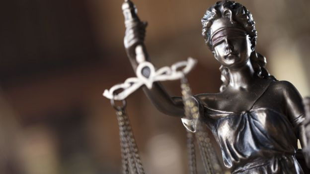 estátua da representação da justiça
