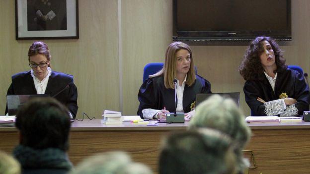 Spain's Princess Cristina tried for fraud - BBC News