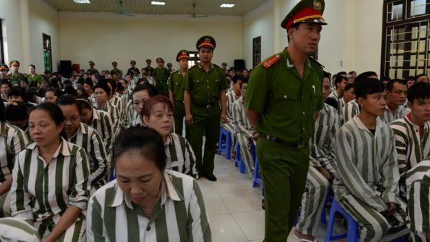 Tù nhân chờ được khoan hồng tại một nhà giam ở HN năm 2015