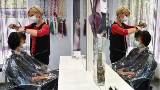 剪頭髮圍裙用完後必須每次清洗