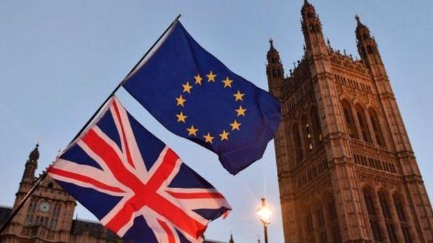 Birleşik Krallık ve AB bayrakları