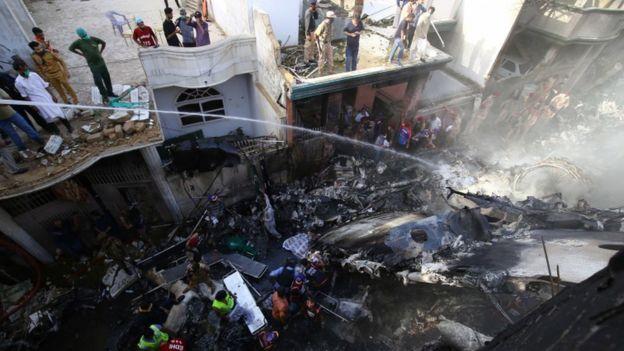 El lugar donde cayó la aeronave es un barrio residencial de la ciudad cercana al aeropuerto.