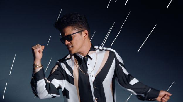 (Foto: Bruno Mars/YouTube).