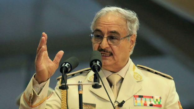 ژنرال حفتر به نیروهایش دستور داده به سوی طرابلس پیشروی کنند.