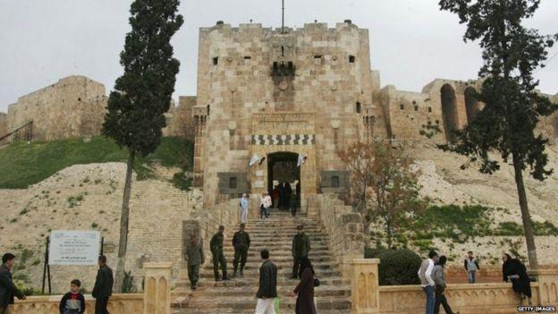 Syria civil war: Bomb damages Aleppo's ancient citadel - BBC News