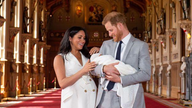 Harry y Meghan con su hijo Archie.