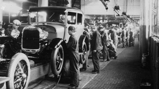 Empleados de Ford a principios del siglo XX