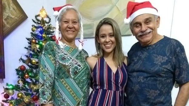Raissa Azulay e os pais