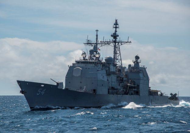 Tàu tuần dương tên lửa dẫn đường USS Antietam (CG 54) được trình chiếu ở Biển Đông, hồi tháng 3/2016