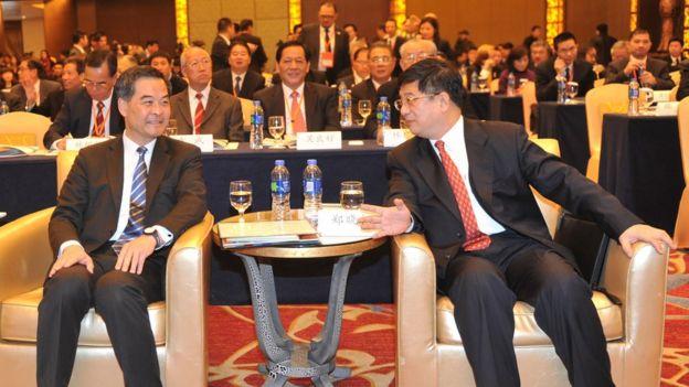 郑晓松任福建副省长期间,与到访的时任香港特别行政区行政长官梁振英交流