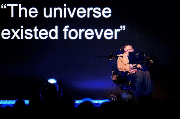 霍金教授在西班牙加那利岛特内里费岛的斯塔姆斯音乐节上演讲(2014年9月23日)