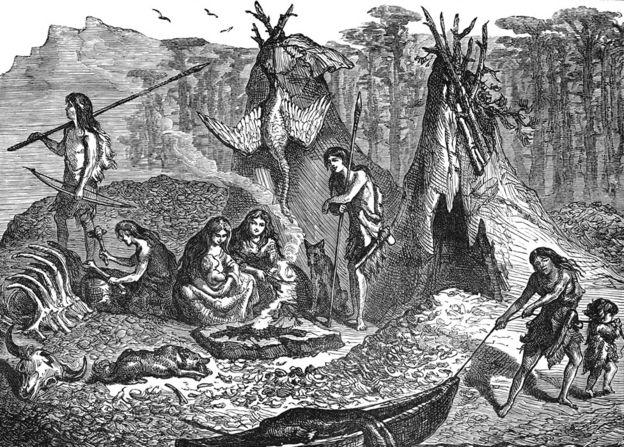Pueblos originarios sentados alrededor del fuego