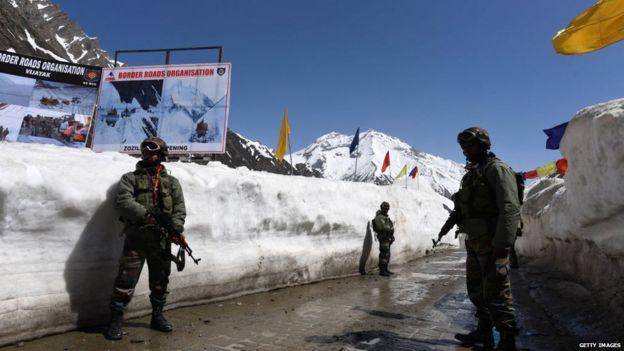 印度军方加快了与中国接壤的公路建设