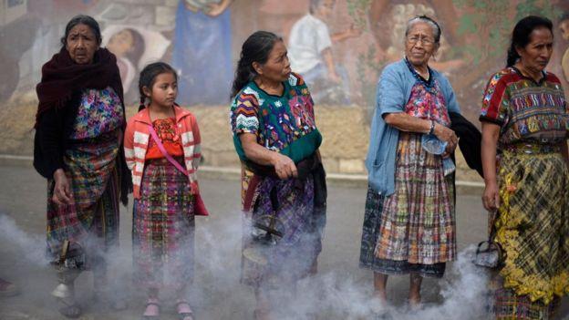 Mujeres en la calle en Guatemala.