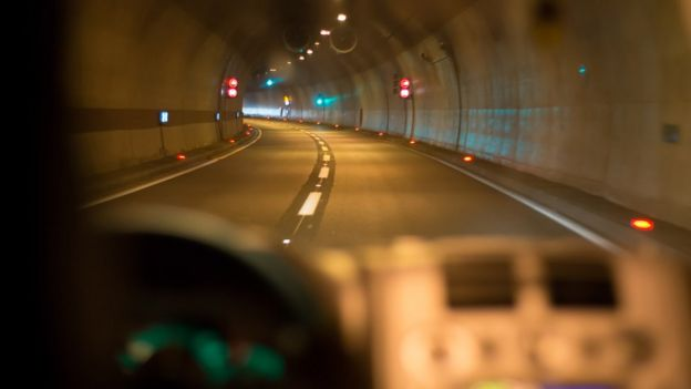 Vehicle advancing in a tunnel
