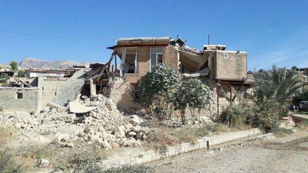انهار عدد كبير من المنزل في المناطق المتضررة من الزلزال في القرى الإيرانية على الحدود مع العراق