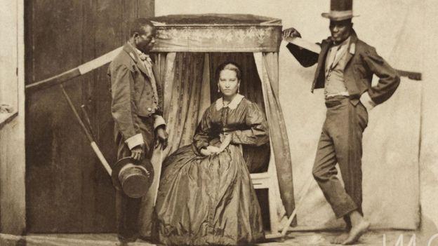 Senhora na liteira com dois escravos, c. 1860. Salvador, BA