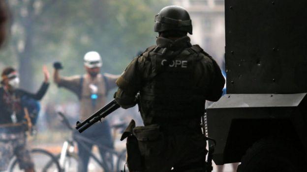 Carabinero durante las protestas.
