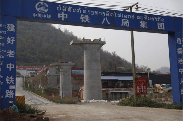 中老鐵路建造工地,位於老撾琅勃拉邦13號高速公路沿途。