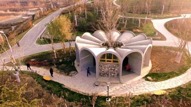 河北邯郸市峰峰矿区北响堂山景区一座公共厕所。