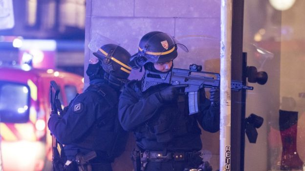 Policías en el centro de Estrasburgo