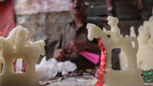 """""""حصان المولد"""": أحصنة من السكر تصنع خصيصا للاحتفال بالمولد النبوي في مصر"""