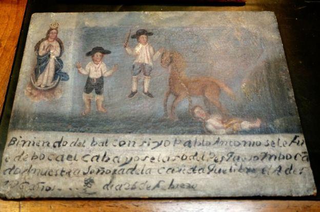 Una de las pinturas exvotos restituidas a México