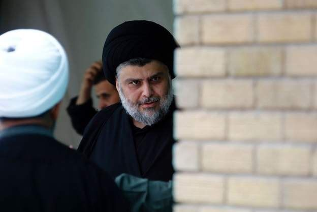 """مقتدا صدر، روحانی بانفوذ شیعه، بلافاصله اعلام کرد که به فرمان نخست وزیر گردن مینهد. او اعلام کرد تمامی پایگاههای """"سرایا السلام""""، شاخه نظامی خود را بر خواهد چید و عنوان این گروه را حذف میکند."""