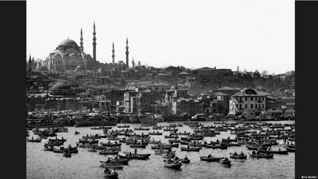 """""""Bana İstanbul fotoğrafçısı diyorlar. Ama ben dünya vatandaşıyım. Dünyanın foto muhabiriyim."""""""