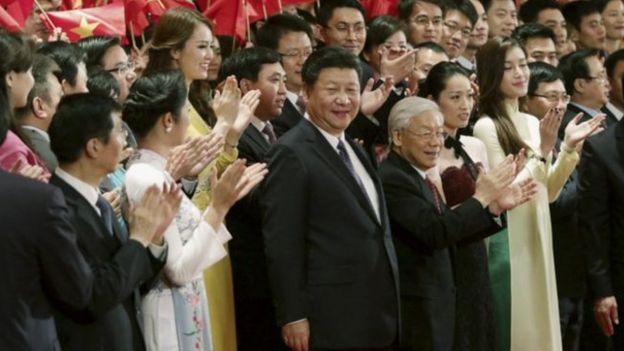 Tổng Bí thư, Chủ tịch Tập Cận Bình thăm Việt Nam hồi 2015 và sau khi rời VN sang Singapore nói các đảo ở Biển Đông là của Trung Quốc từ thời cổ đại.