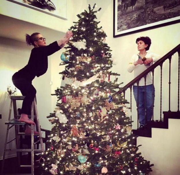 Which President Banned Christmas Trees From The White House.How Do Celebrities Decorate Their Christmas Trees Bbc News