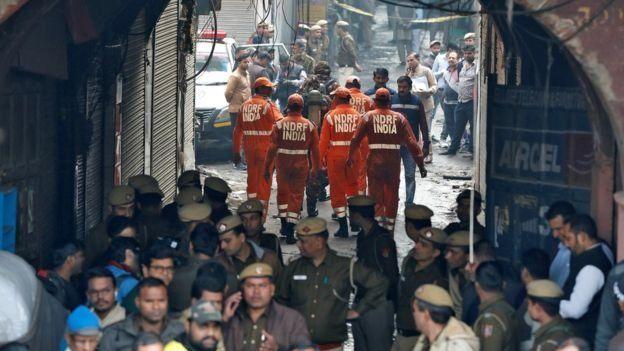 Hindistan'da yangının çıktığı fabrika