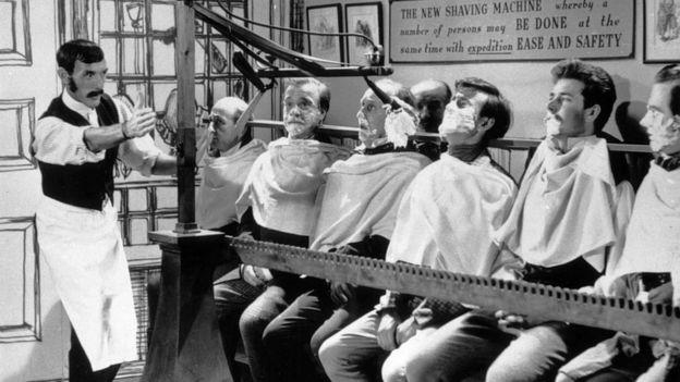 """La serie de Eric Sykes (1923 - 2012), a la izda., estaba pensanda para una serie llamada """"Brainwaves"""" (ondas cerebrales) sobre invenciones inusuales que nunca llegó a emitirse."""