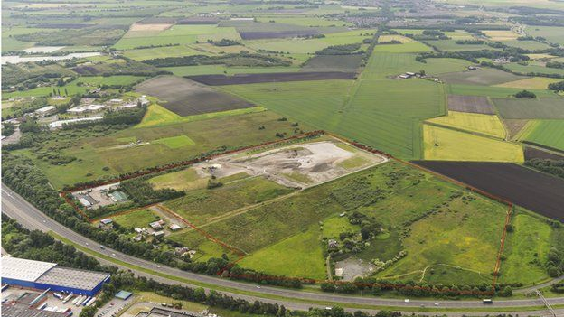 Ariel photograph of the Whitemoss Landfill site., with the proposed 60 acre extended site outlined in red