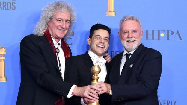 Rami Malek y los miembros de Queen en los Globos de Oro