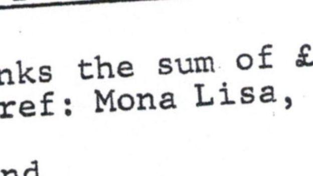 """Un detalle en primer plano de un documento que muestra las palabras """"Mona Lisa""""."""