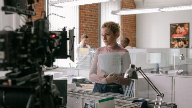 جوليا غارنر في مشهد من الفيلم