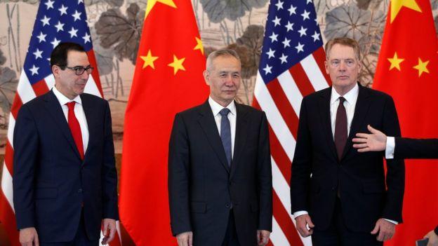 中国副总理刘鹤(中)与美国贸易代表莱特希泽(右)及美国财长姆努钦就中美贸易进行多次磋商。