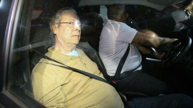José Dirceu em carro da Polícia Federal