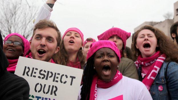 Estados Unidos  por qué miles de mujeres utilizan gorros rosas en ... 505185adbeb