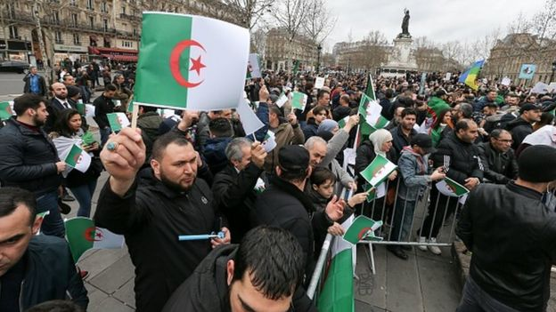 Des manifestations ont eu lieu dans plusieurs villes algériennes, dimanche, contre la candidature de M. Bouteflika à l'élection présidentielle.