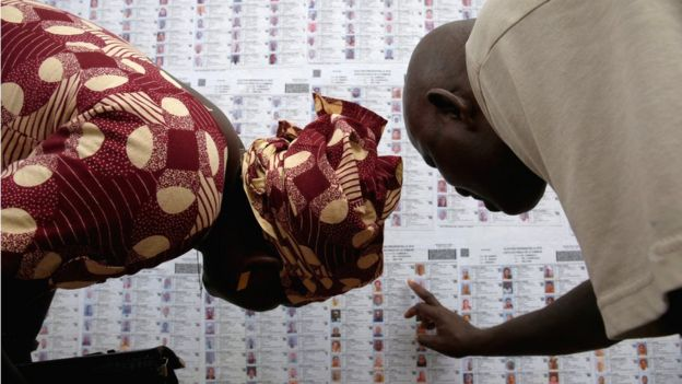 Malians looking at the voters roll